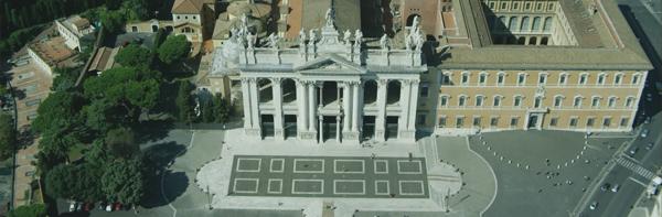 La facciata della basilica San Giovanni in Laterano
